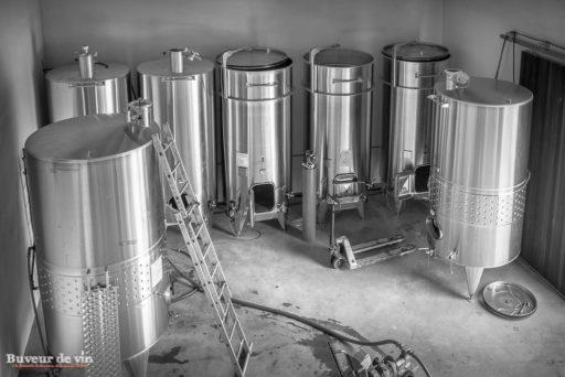 cuve inox thermoregule pour la vinification des blancs au rocher des violettes, de xavier weisskopf, vigneron en appellation montlouis